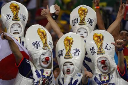 Ten-man Greece hold Japan to a goalless draw