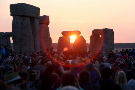 Tens of thousands gather at Britain's Stonehenge for solstice