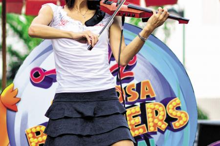 Buskers who perform for passion