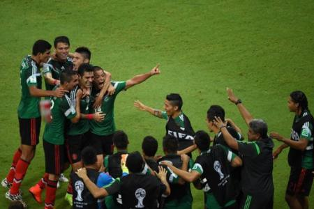 Mexico go through to last 16 with solid display