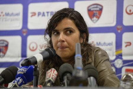 First top woman football manager quits before starting