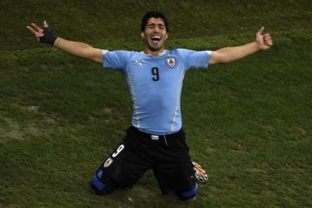 Uruguayans, president included, back Suarez
