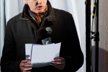 Julian Assange asked to model at London Fashion Week