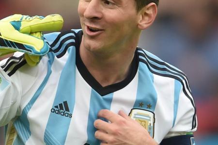Scolari won't compare Neymar with Messi