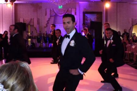 Groom surprises bride with Bootylicious dance