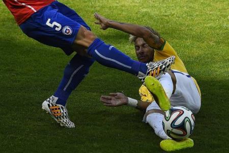 Cool Neymar leads Brazil into quarter-finals
