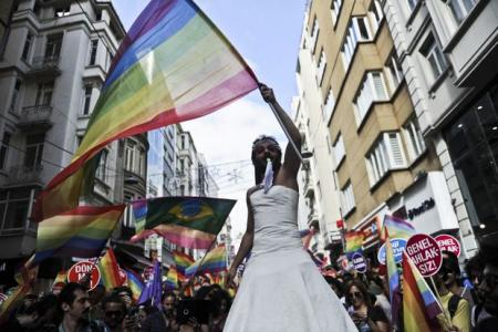 Tens of thousands turn out for Istanbul Gay Pride parade