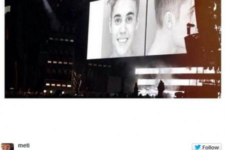Jay Z and Beyoncé show Justin Bieber's mugshot on stage
