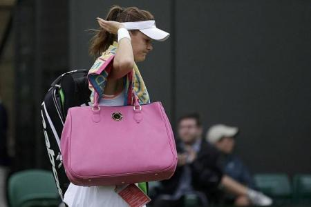Murray progresses, but Radwanska crashes out