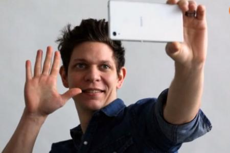 Here's a cool app for single-handed selfies