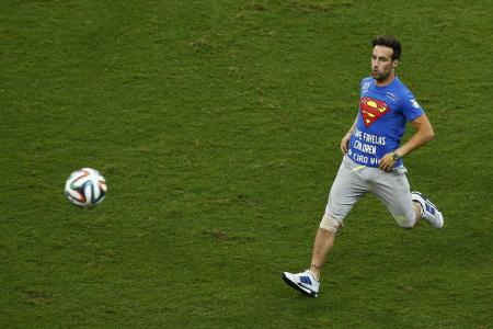 Protester disrupts US-Belgium World Cup clash