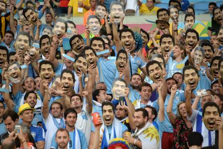 Barca repeat Suarez praise amid transfer talk