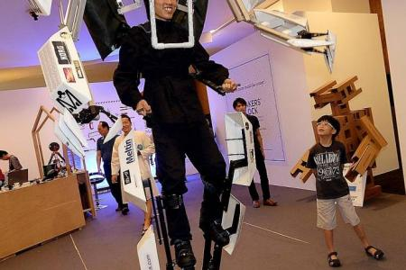 $600 exo-skeleton suit a hit at Makers' Block festival