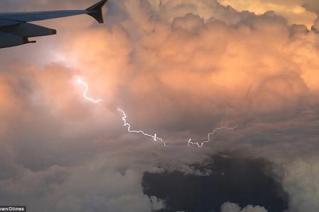 Singapore-bound SQ flight from London flew into lightning storm