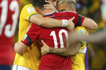James blames referee for Colombia's loss