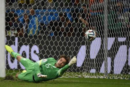Van Gaal's goalkeeper gamble pays off in shootout win