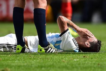 Injured di Maria out, Aguero back in training