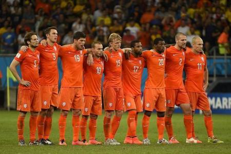 Van Gaal impressed by team spirit in Dutch camp