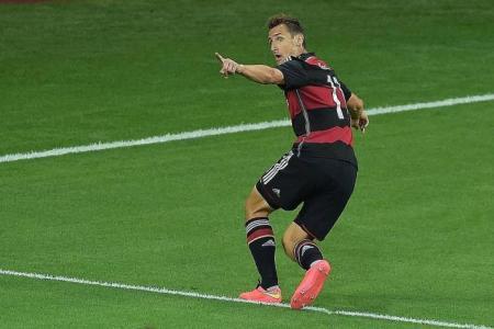16-goal Klose overtakes Ronaldo as all-time top scorer
