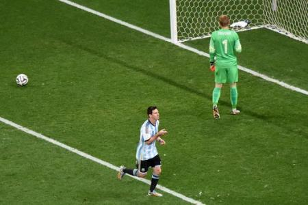 Argentina through on penalties!