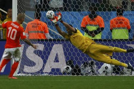 Argentina through to first final since 1990