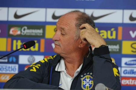Neymar's agent slams Scolari amid uncertainty over Brazil future