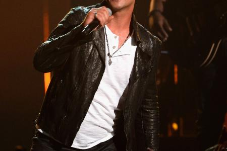 No one wants to hear you, Robin Thicke