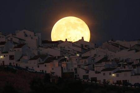Check out these spectacular images of last night's Supermoon