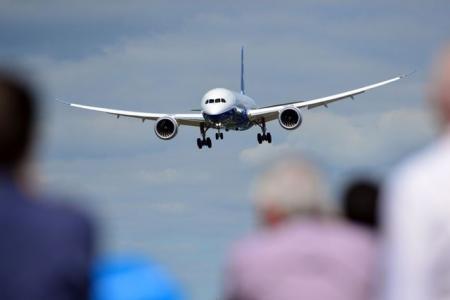 Watch Boeing's Dreamliner fly like a dream