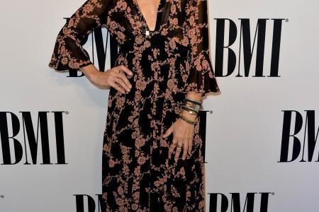 3 broken engagements better than 3 divorces: Sheryl Crow