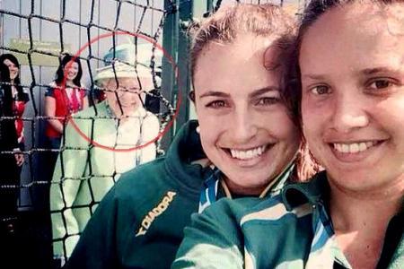 CGames: Queen photobombs Aussie athletes' selfie