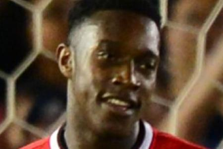 Welbeck unlikely to start in van Gaal's 3-4-3 formation