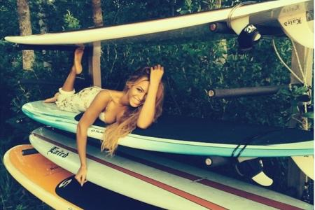 Beyonce shares pics from beach getaway...with Jay Z?