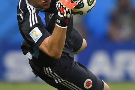Arsenal sign Colombian keeper David Ospina