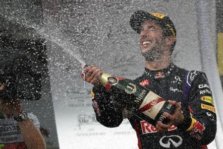 Red Bull's Ricciardo reigns in Hungary