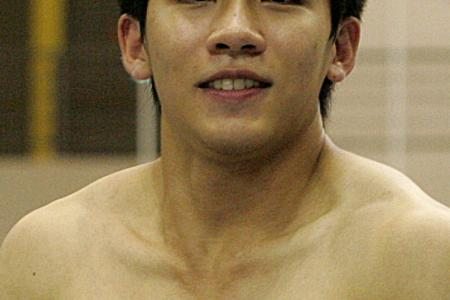 Gymnast Hoe delivers bronze in vault event