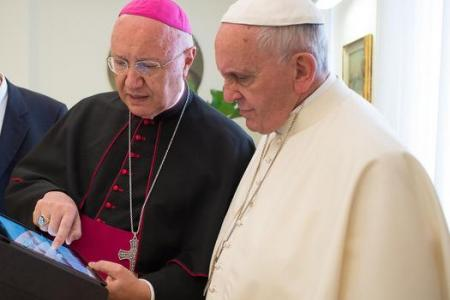 Pope: Kids, stop wasting time on the Internet