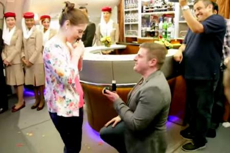 Man proposes to girlfriend, 35,000ft in the air