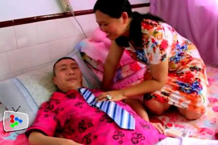 Woman marries paralysed man she met online