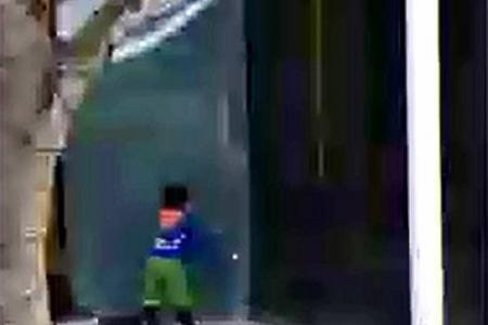 Mall's glass door falls on boy, 4