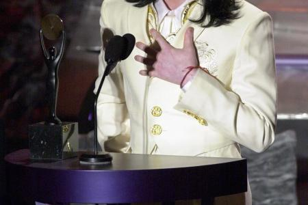 Michael Jackson peed on the floor at home, say maids