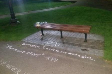 Fans turn Good Will Hunting bench into memorial to Robin Williams