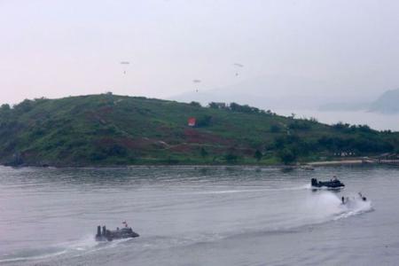 Two North Koreans swim 2.5km to South Korea