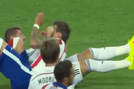 Watch Sergio Ramos' sly punch on Mandzukic