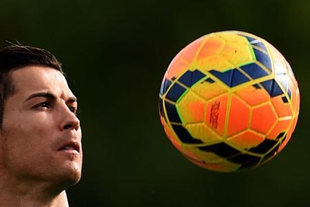 Ronaldo's agent shoots down Man United return