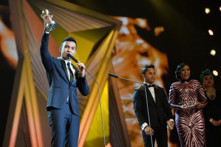 Taufik Batisah the big local winner at Anugerah Planet Muzik 2014