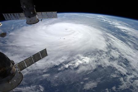 Videos: Hurricane Gonzalo makes direct hit on Bermuda