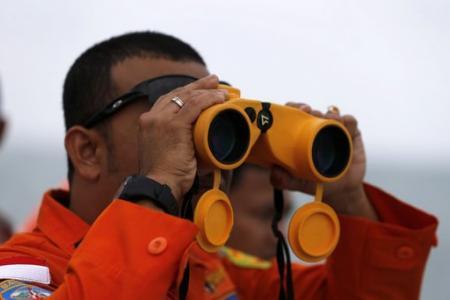 "Break in bad weather offers ""window of opportunity"" in AirAsia jet search"