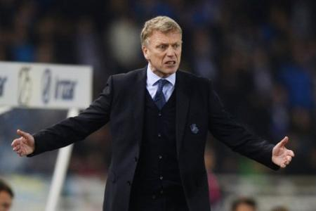 David  Moyes wins fans: By munching on their chips in the stands after send-off