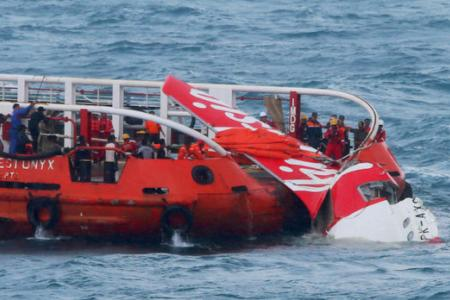 Effort to float fuselage of AirAsia jet that crashed fails